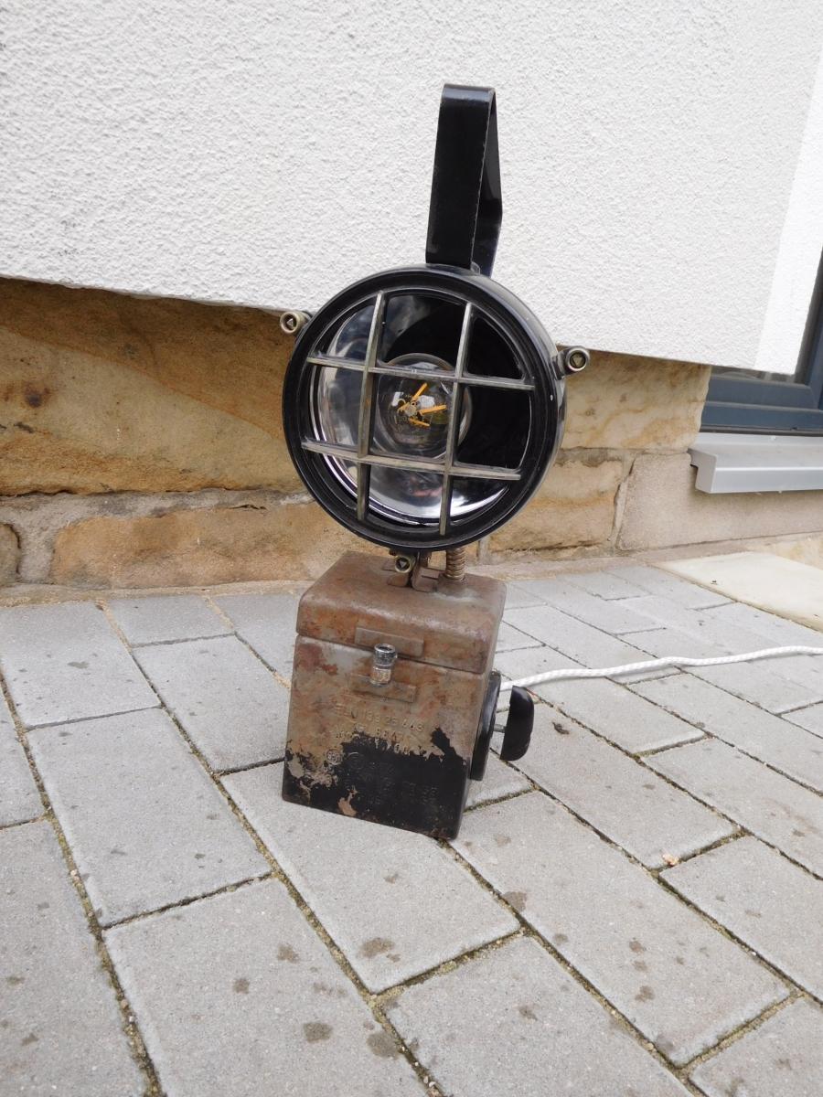 Schön Wie Man Elektrischen Draht Im Keller Laufen Lässt Galerie ...